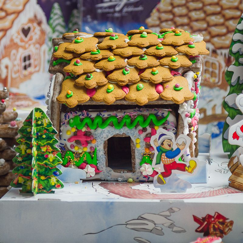 TAGO Gingerbread House